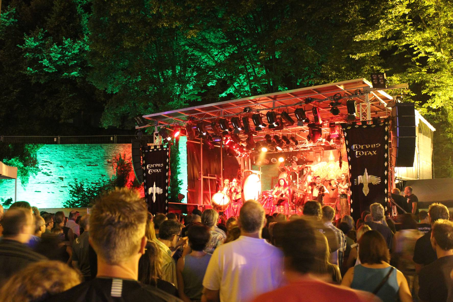 Irish-Folk; Bühne; Showbühne; Festivalbühne; Open-Air; Bühnendach