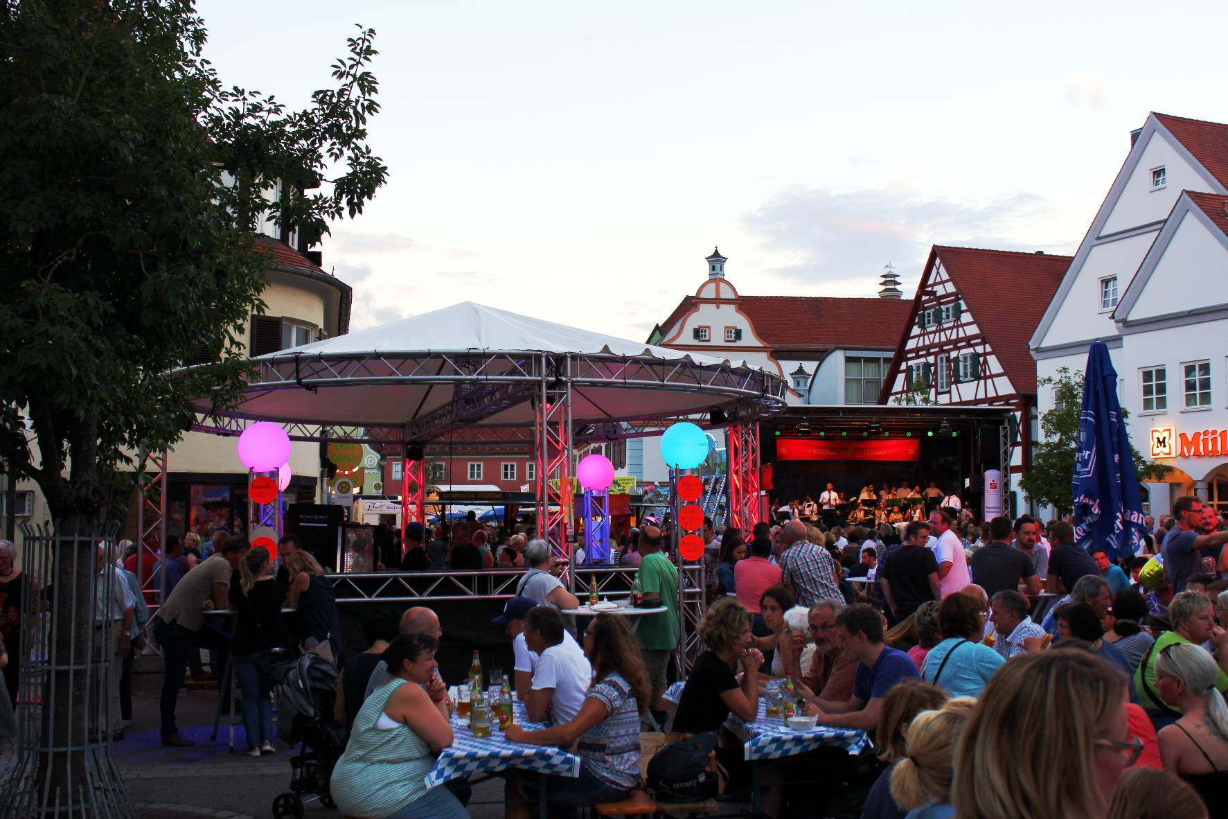 Cocktailstand; Cateringstand; Stadtfest; Festival; Open-Air; Bühne